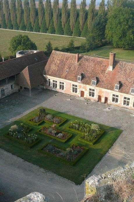 """Visite guidée """"Frissons au château de Nesles"""""""