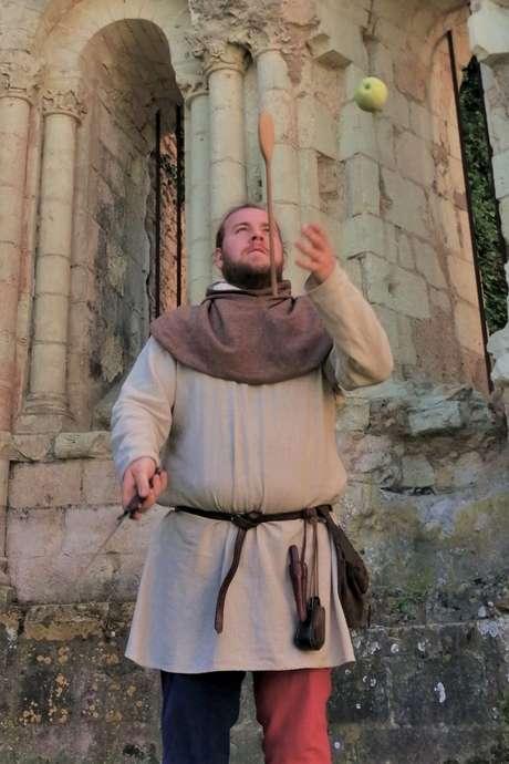 Au royaume, des enfants, un jongleur