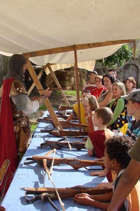 Au royaume, des enfants, des épées et arbalètes