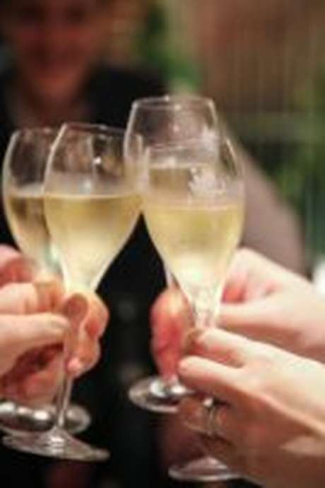 The Sparkling Experience: Discover Champagne from Home - Package