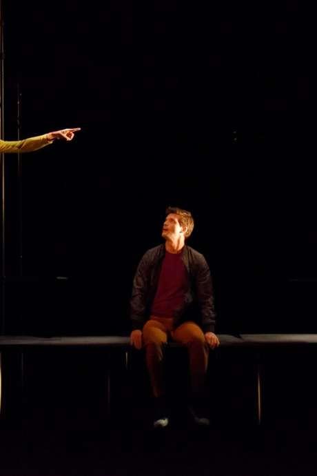Théâtre en langue des signes - Il va où le blanc de la neige quand elle fond ?