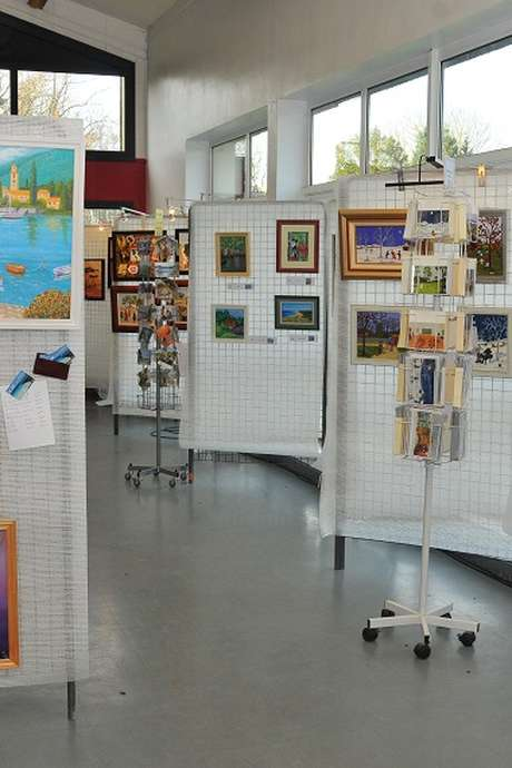 Exposition de peintures, de sculptures
