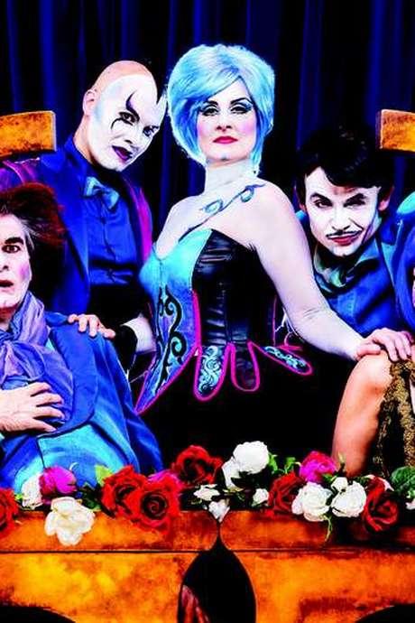 "Comic opera show ""The Opera Locos"" à la Pyramide"