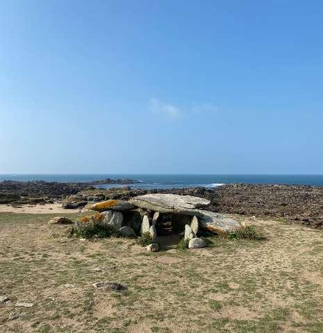 Micro-aventure  : visite préhistoire avec Yeu-Voyages