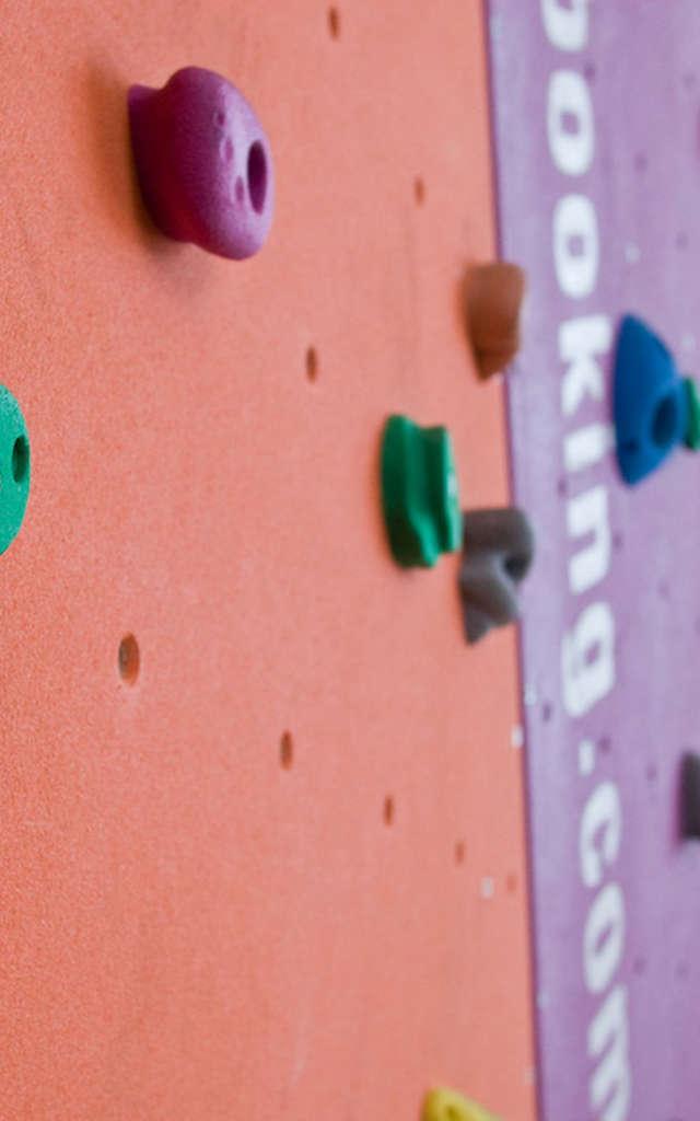 Climbing wall at Médran café