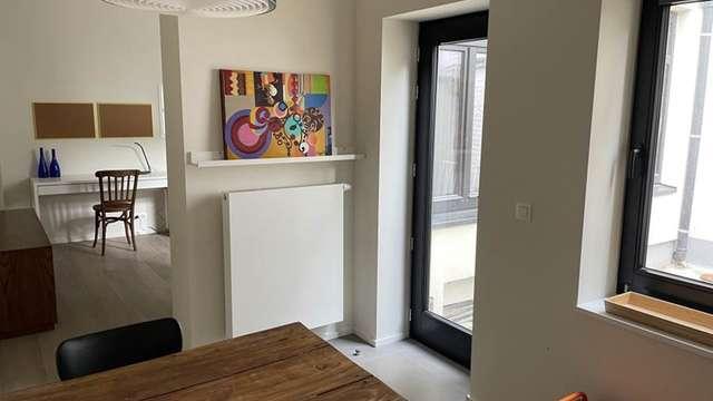 Close to EU district, studio meublé