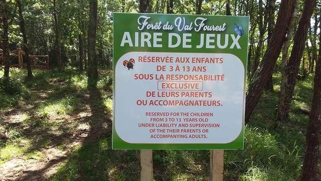 Aire de pique-nique  et jeux- Base de loisirs de Monclar-de-Quercy