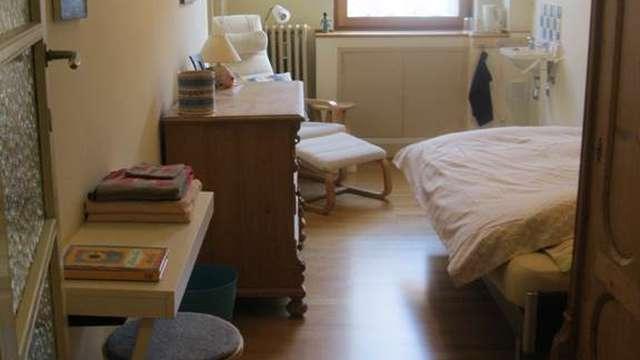 Close to Louise, chambre meublée