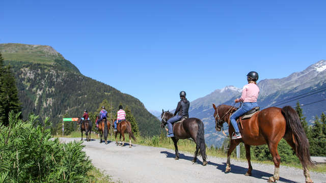 On horse in the mountains - Equestrian stroll in the resort and welcome pot