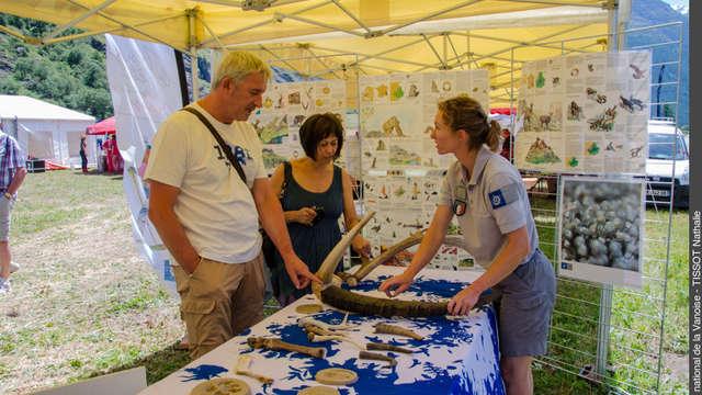 Rencontre sur sentiers ou stand de découverte avec les gardes-moniteurs du Parc national de la Vanoise au Vallon de L'Orgère