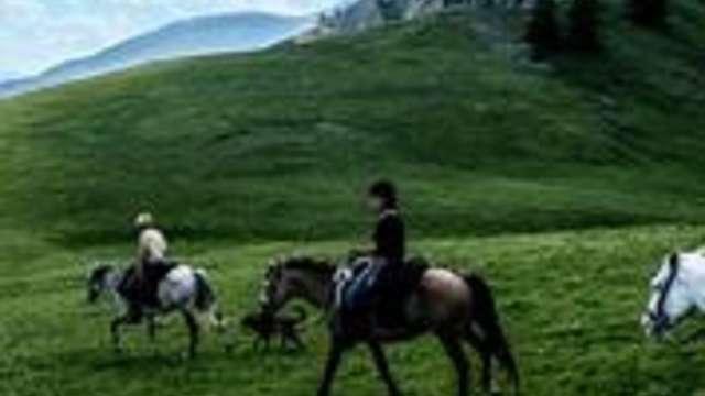 Una spettacolare passeggiata a cavallo nel più alto villaggio costiero d'Europa