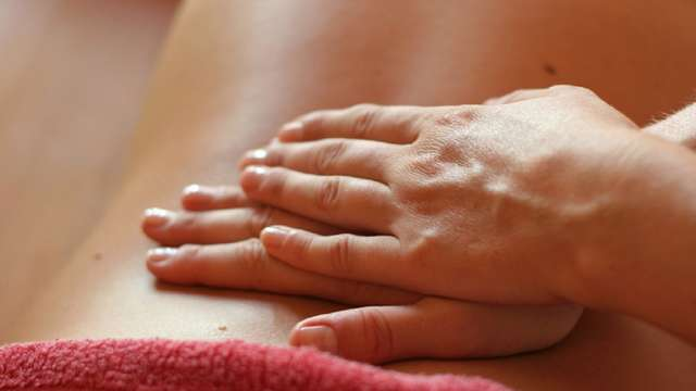 Massage femme enceinte, jeune maman