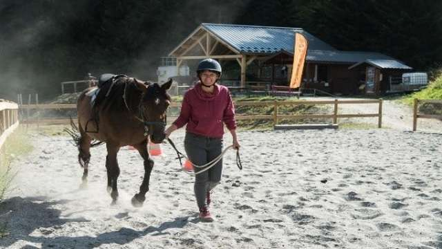 On horseback in the mountains - Beginner horse riding initiation