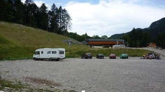 Aire de Stationnement camping-car du télésiège de la Combe de l'Ours