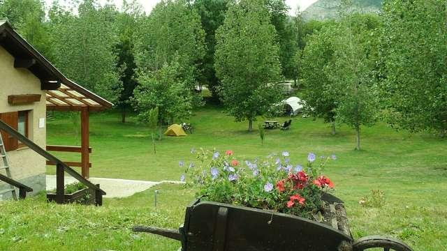 Aire naturelle de camping Les Pommiers