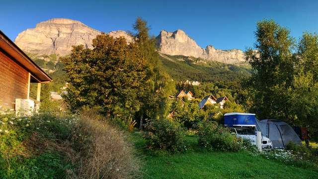 Aire de stationnement des camping-cars au camping des Petites Roches