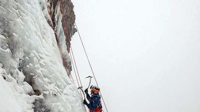 Ice climbing - Les 2 Alpes' Guide Office