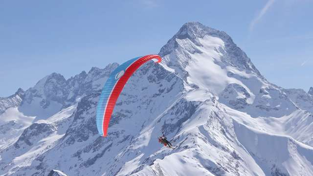 Paragliding flight - Air Ailes Parapente