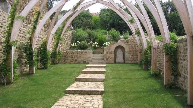Chapelle Blanche Garden