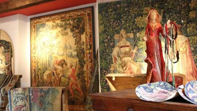 Exposition de créations textiles à l'Atelier-Musée des Cartons de Tapisserie