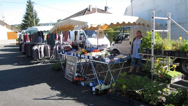 marché du mardi à Genouillac
