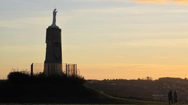 Statue Notre-Dame de la Falaise