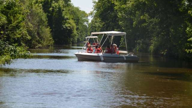 Repaire des Aventuriers : Location de bateaux électriques