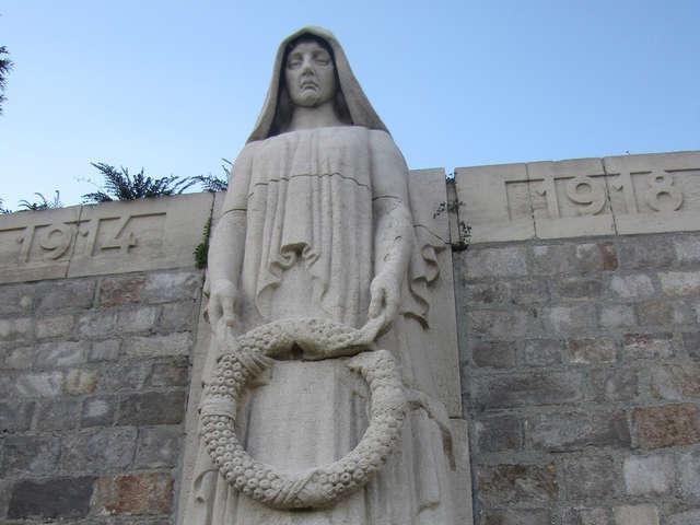 Le cimetière principal, symboles et promesses