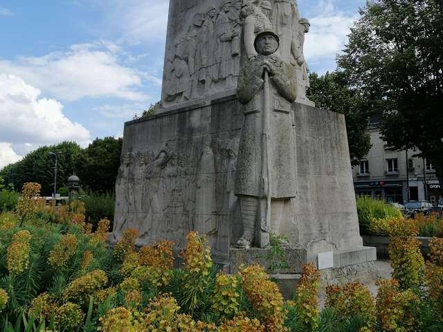 Le monument aux morts de Soissons