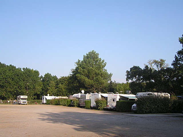 Aire de camping-cars du Lac à Vielle