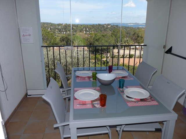 M. DESFORGES - Appartement 4 personnes avec balcon-terrasse et vue mer