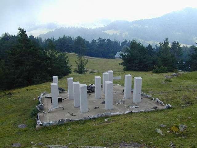 Liberator Monument by Sacha Sosno, sculptor artist