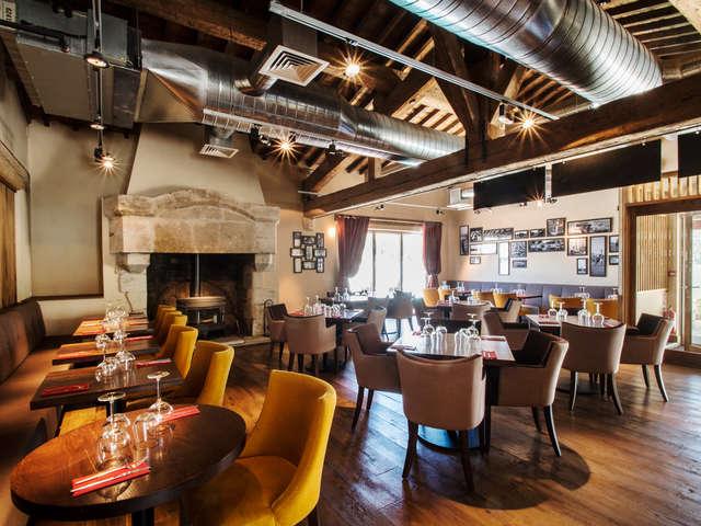 Marina Lounge Bar and Restaurant