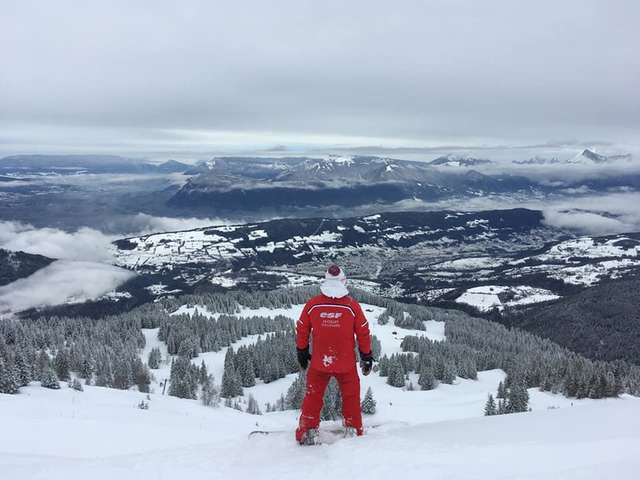 Snowboard lessons with the French ki School (ESF) in le Collet ski resort