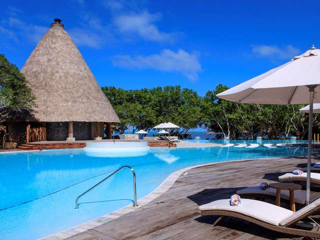 Piscine du Sheraton New Caledonia Deva Spa & Golf Resort
