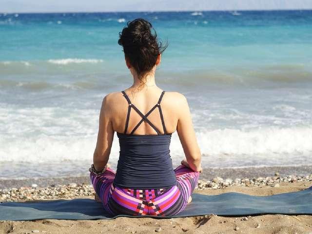 Activité coup de coeur :Séance de yoga sur la plage