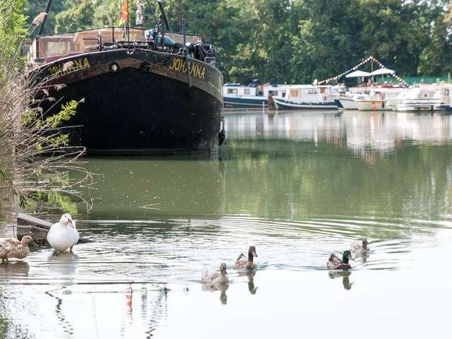 Pêcher dans le canal