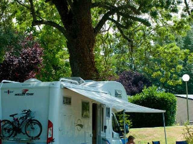 Aire camping-cars au camping Au Coeur de Vendôme