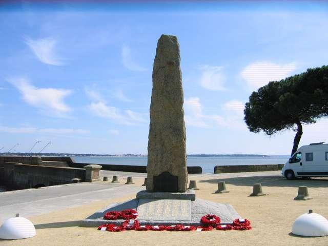LE MONUMENT COMMÉMORATIF DU COMMANDO