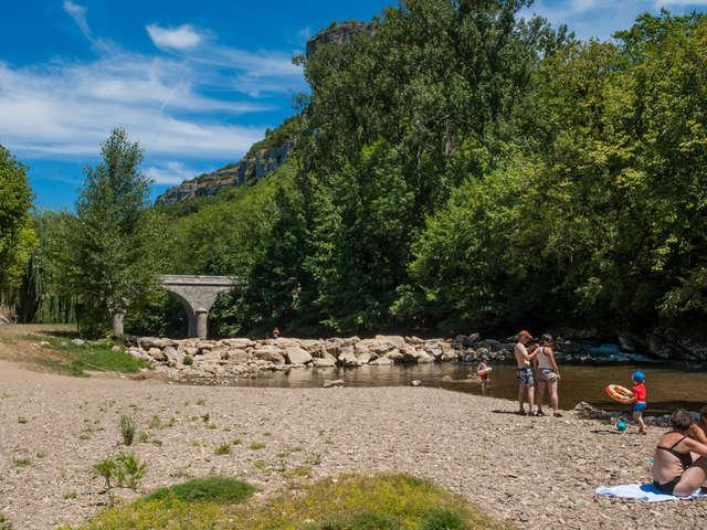 Baignade dans la rivière Célé à Brengues