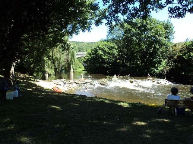 Baignade dans la rivière Célé à Saint Sulpice