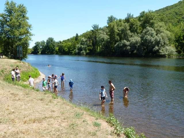 Baignade dans la rivière Dordogne à Vayrac