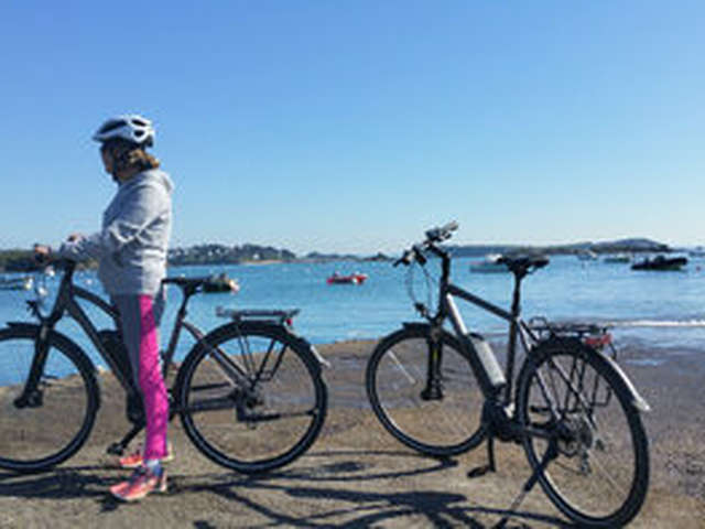 Les vélos de la Baie sur la Côte de Granit Rose
