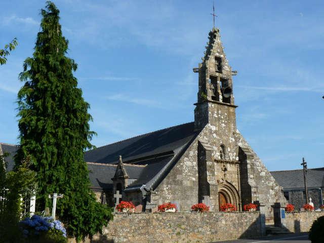 Église paroissiale Saint-Hervé et son placître