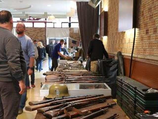Bourse aux armes anciennes et militaria