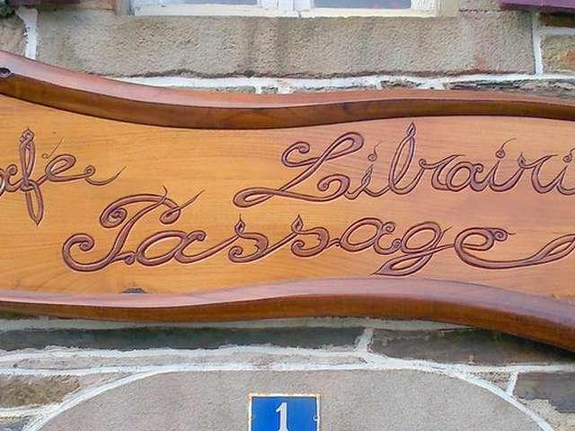 Dédicace d'Isabelle Attard au café-librairie Passage