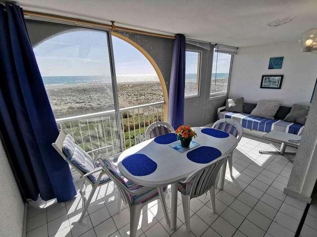 Appartement deux pièces pour 4 personnes avec très belle vue sur mer. Réf: 1COP_825H