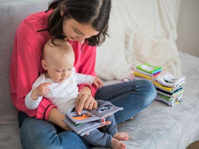 Un bébé, un livre