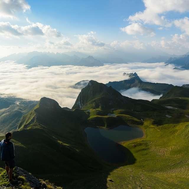 Jeudis géotourisme : Le lac du Montagnon d'Iseye, au coeur de son écrin de falaises