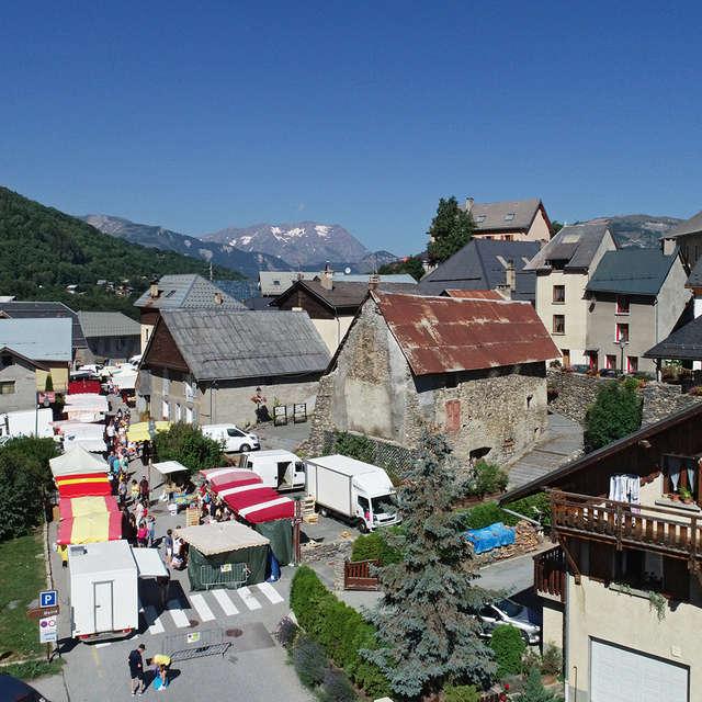 Petit Marché de Mont-de-Lans Village